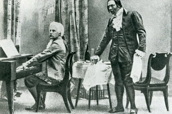 Vasiliy Shkafer as Mozart and Fyodor Shalyapin as Salieri (Russian Private Opera, 1898)