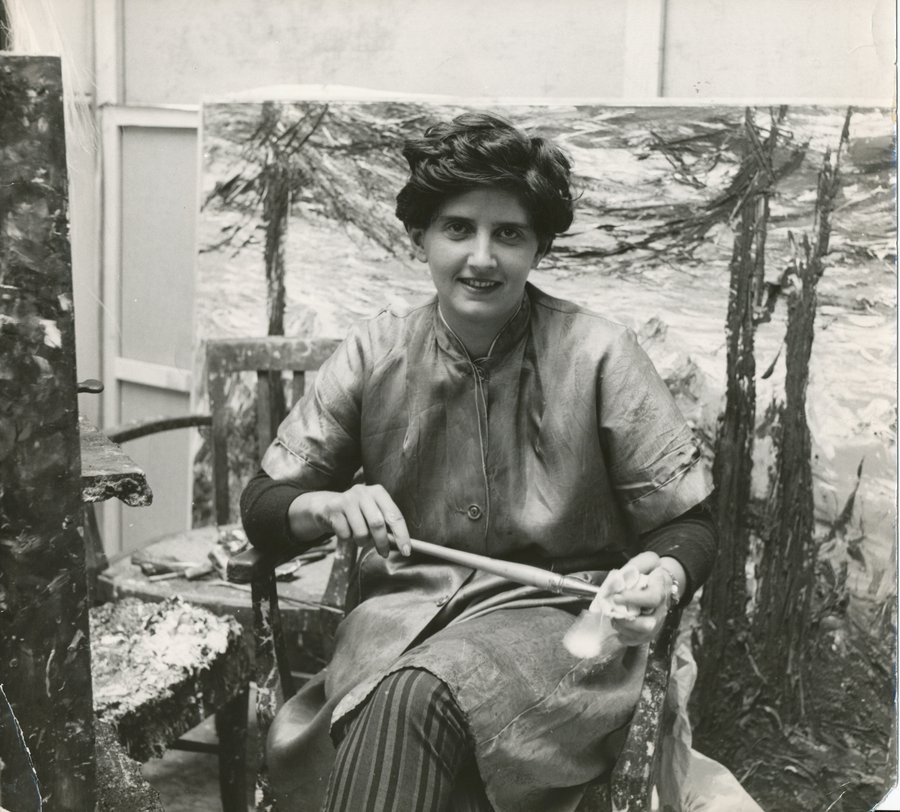 Soshana in her studio Paris 1954.jpg
